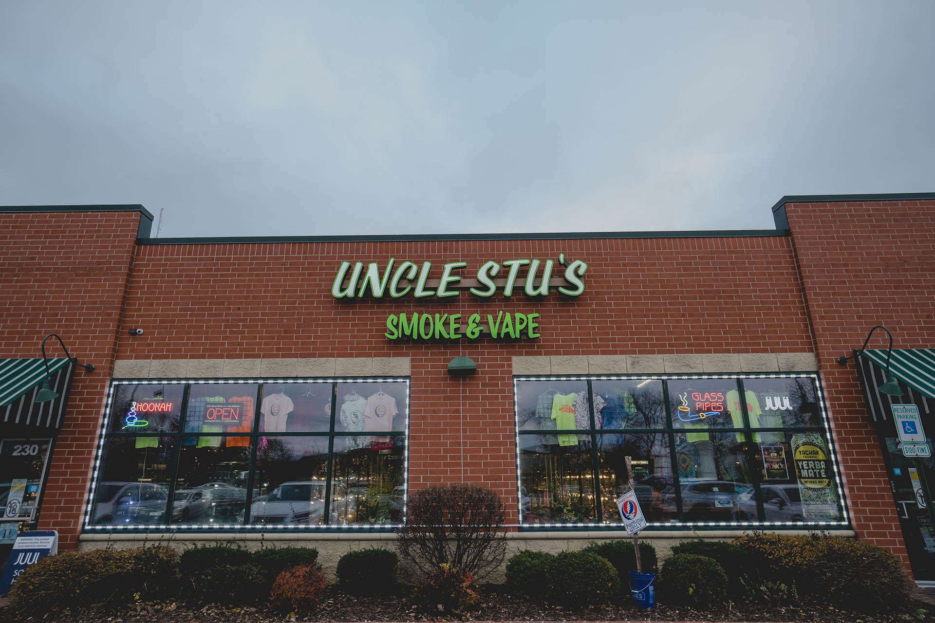 Uncle Stu's Smoke and Vape Shop - Carol Stream